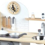 Kaip-išsirinkti-tinkamiausią-medinę-virtuvėlę-vaikams
